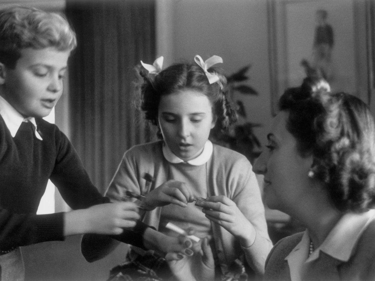 Foto: María de las Mercedes, con don Juan Carlos y la infanta Pilar. (CP)