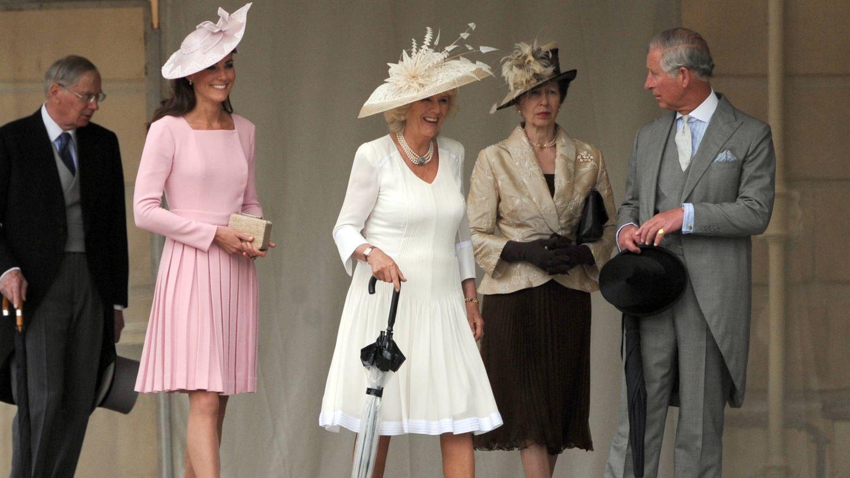El príncipe Carlos y la princesa Ana, junto a Camilla y Kate Middleton, en una imagen de archivo. (Getty)