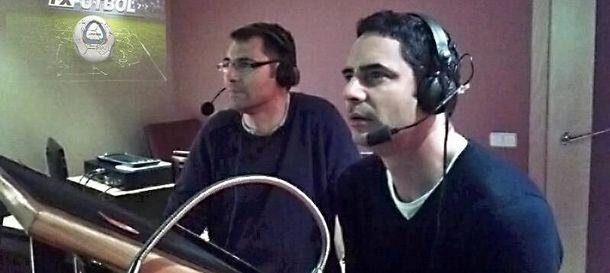 Foto: Gaby Ruiz (d), junto a Adolfo Barbero (i) en la grabación de FX Fútbol (FOTO: FX Interactive).