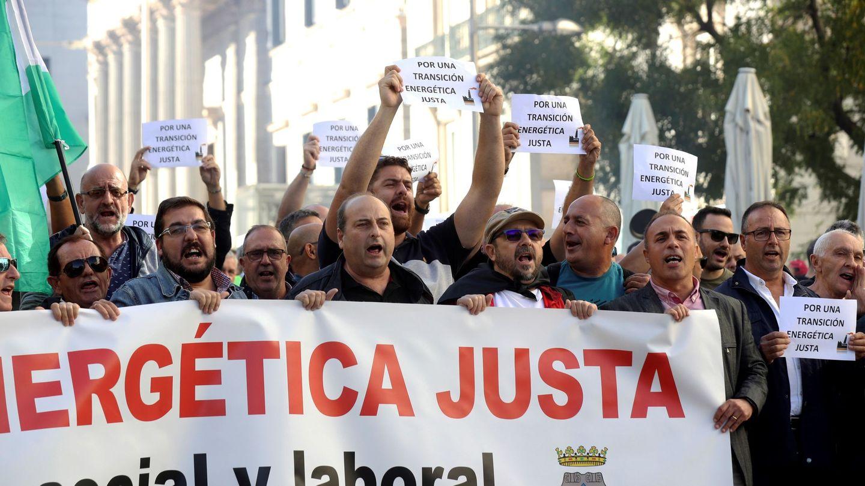 Trabajadores de la central térmica gallega, Endesa As Pontes, se manifiestan en Madrid. (EFE)
