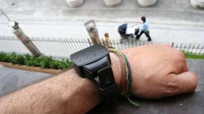 El Gobierno relaja las condiciones para renovar las pulseras antimaltrato obsoletas