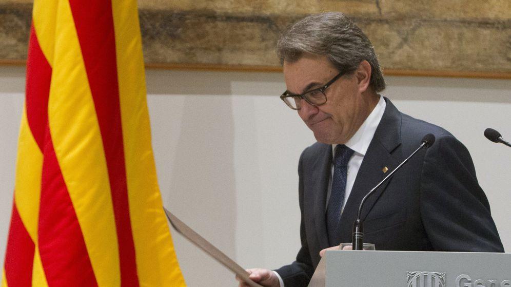 Foto: Artur Mas, tras su comparecencia en la Generalitat. (EFE)
