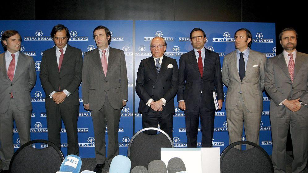 Foto: Imagen de archivo de José María Ruiz-Mateos (c), junto a seis de sus hijos. (EFE)