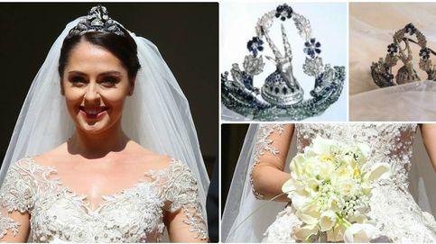 El vestido, la tiara con cabeza de cabra... Las claves del look nupcial de Elia Zaharia