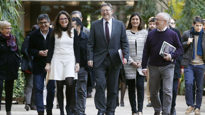 Foto: Mónica Oltra y Ximo Puig, en el centro, cuando renovaron el Pacto del Botànic. (EFE)