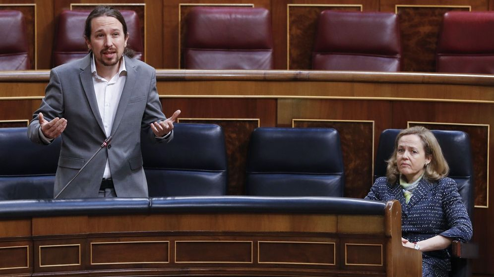 Foto: El vicepresidente del Gobierno, Pablo Iglesias, junto a la vicepresidenta, Nadia Calviño, en el Congreso. (EFE)