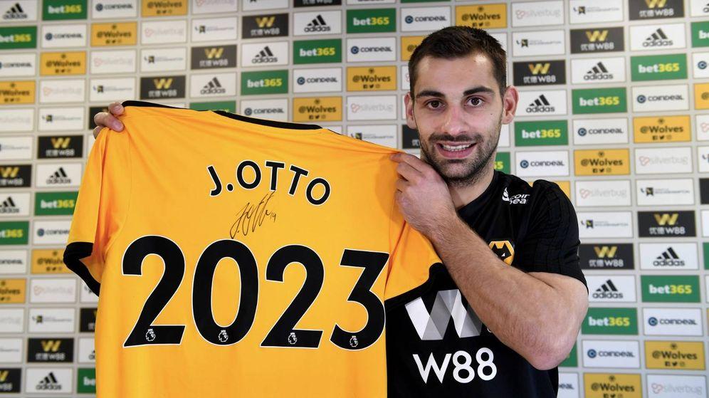 Foto: Jonny Otto, presentado como nuevo jugador del Wolverhampton hasta 2023. (foto vía @Wolves)