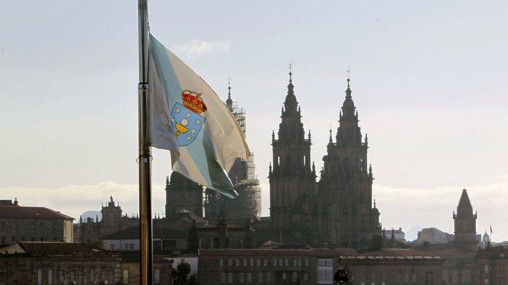 Foto: La bandera de Galicia de la residencia de Monte Pío, residencia oficial del presidente de la Xunta (EFE)