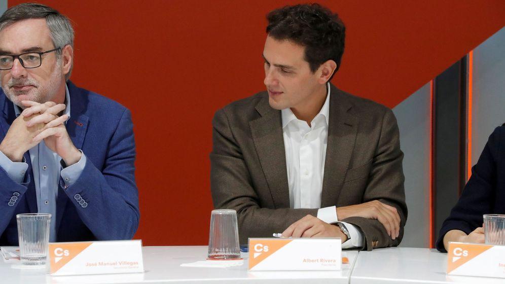 Foto: Albert Rivera, junto al secretario general, José Manuel Villegas. (EFE)