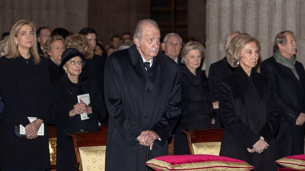 Foto: El rey Juan Carlos, en el funeral por la infanta Pilar. (EFE)