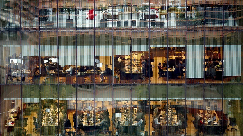 Foto: Vista de un edificio de oficinas en Barcelona. (EFE)