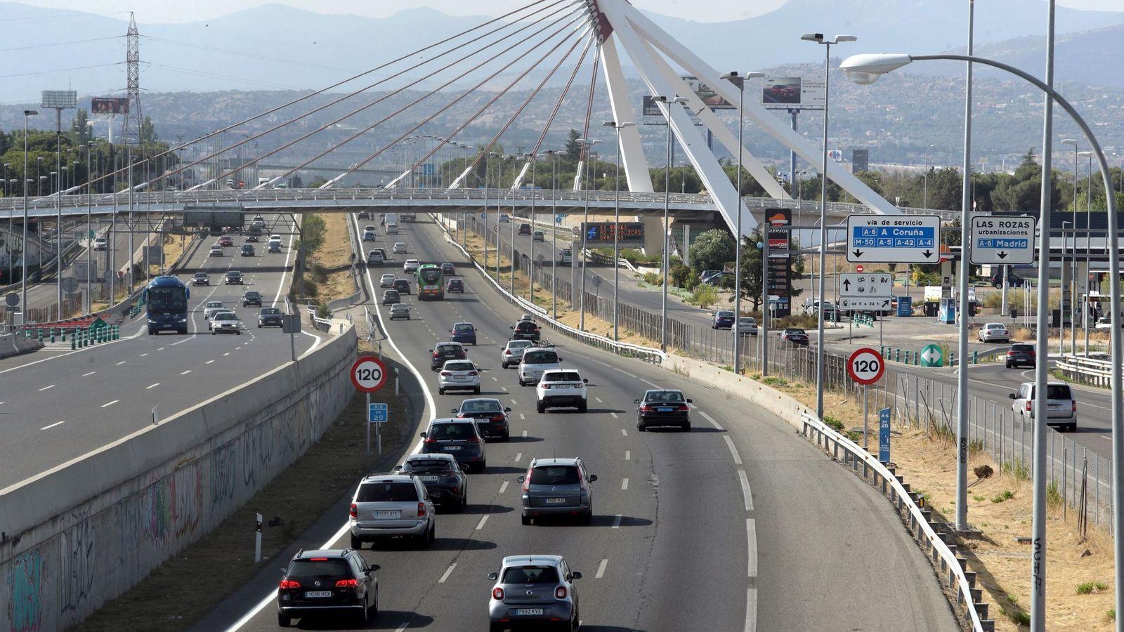 Foto: Autovía A-6 a su paso por Las Rozas de Madrid durante el pasado mes de julio. (EFE)