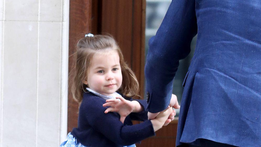 Foto: La princesa Charlotte conociendo a su nuevo hermano. (Getty Images)