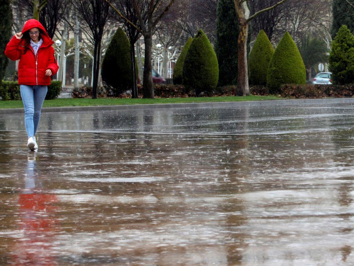 Foto: A pesar de las abundantes lluvias en algunas partes del país, el déficit es del 8%. EFE