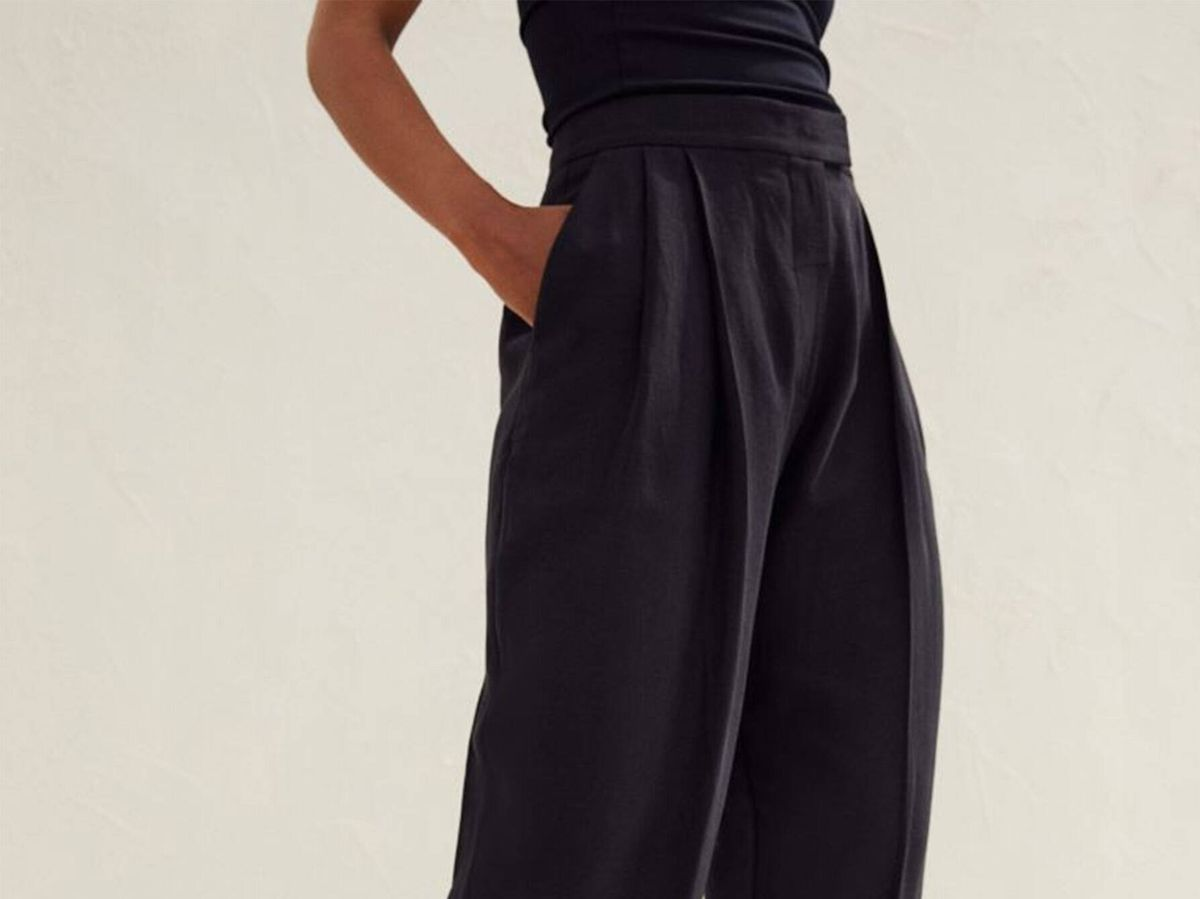 Foto: Pantalón de vestir negro, fresquito y atemporal de H