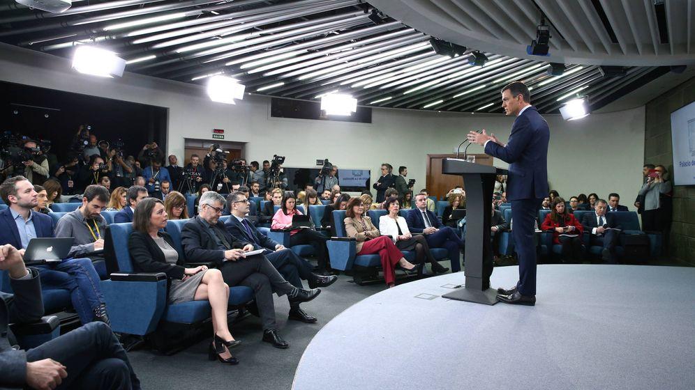 Foto: Pedro Sánchez, durante su comparecencia, en una sala de prensa repleta de periodistas, el 15 de febrero de 2019. (EFE)