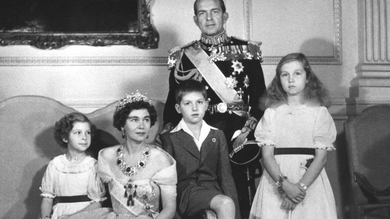 Los reyes de Grecia, con sus hijos. (Alamy)
