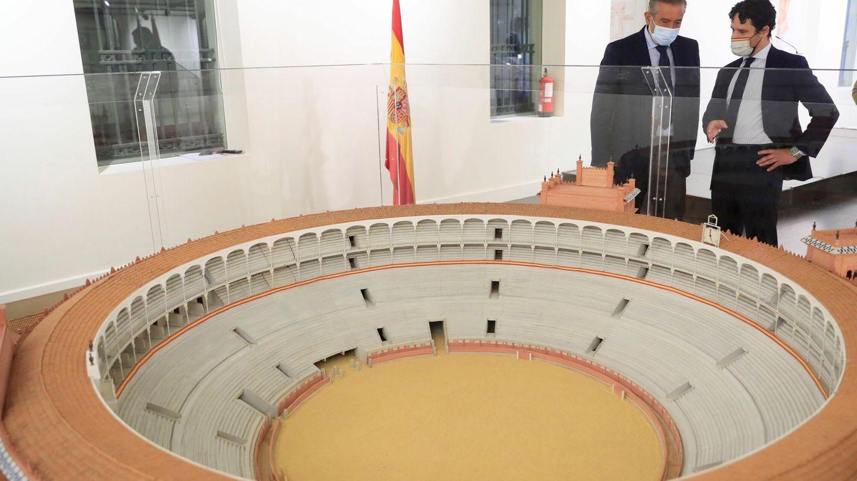Enrique López y Miguel Abellán durante la reunión del Consejo de Asuntos Taurinos, este martes 24 de agosto, en Las Ventas. (Efe)