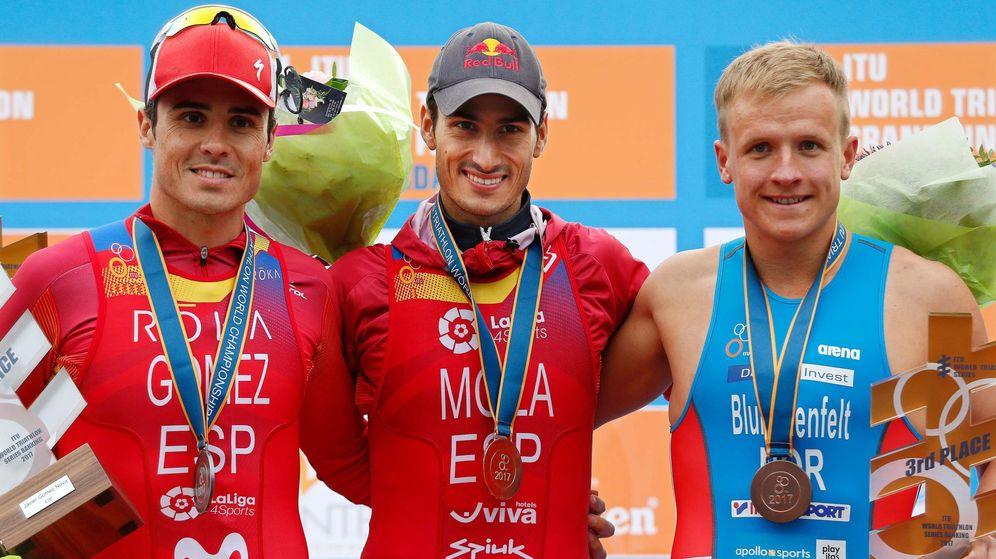 Foto: El podio de las Series Mundiales de triatlón. De izquierda a derecha: Javier Gómez Noya, Mario Mola y Kristian Blummenfelt. (EFE)