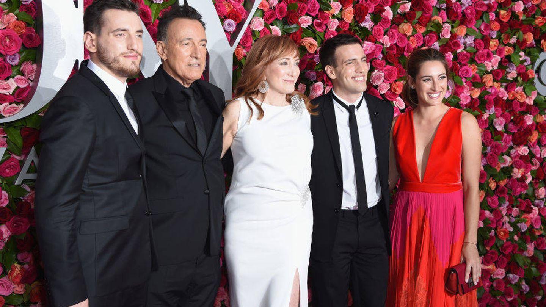 La familia Springsteen, en los Tony Awards. A la derecha, de rojo, Jessica.  (Getty)