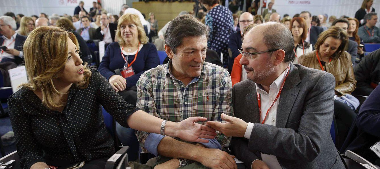 Susana Díaz, Javier Fernández y Javier Lambán, este 30 de abril en el comité federal del PSOE. (EFE)