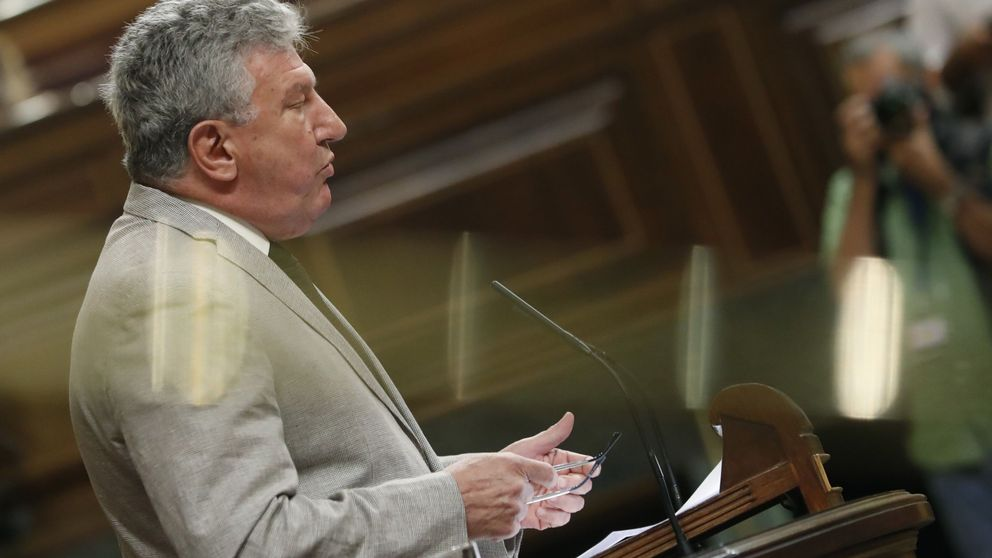 El 'diputado 176' exige a Montoro que limite el precio de los vuelos a Canarias