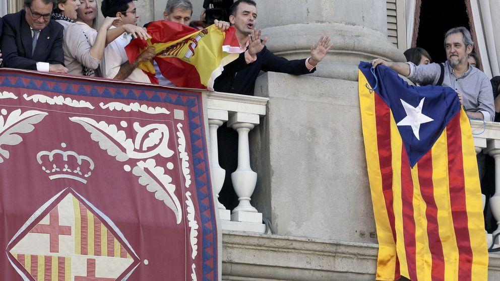 La rojigualda y la estelada, motivo de 'guerra' en Ayuntamiento de Barcelona