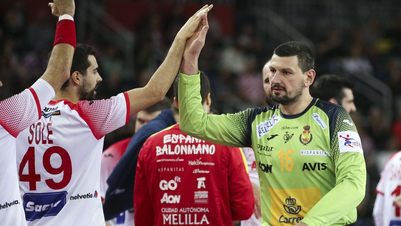 Foto: Sterbik detuvo tres de los cinco penaltis que le lanzaron los franceses en la semifinal del Campeonato de Europa. (Reuters)