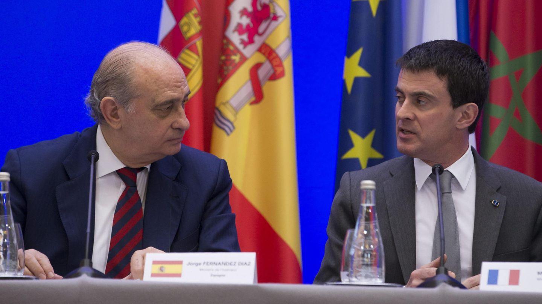 Jorge Fernández Díaz y Manuel Valls. (Efe)