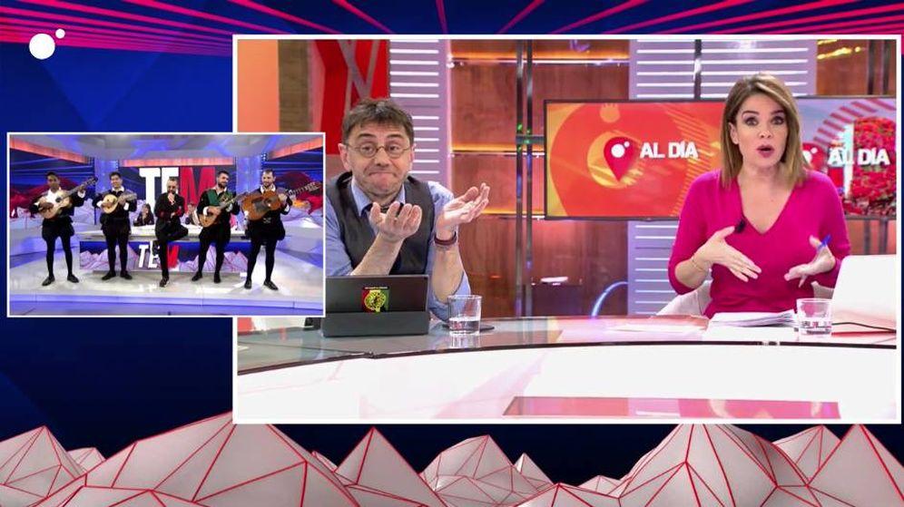 Foto: Monedero y Carme Chaparro, viendo la tuna de 'Todo es mentira'. (Mediaset)
