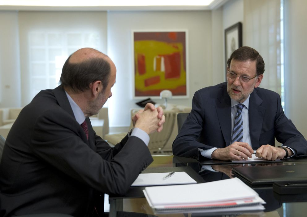 Foto: Reunión entre Rajoy y Rubalcaba en Moncloa, el pasado junio. (Efe)