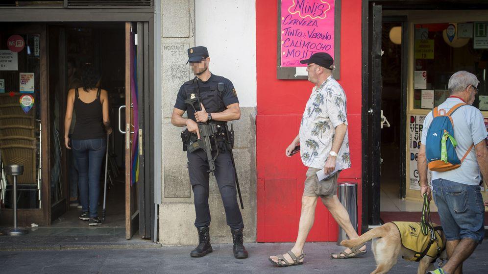 Foto: La Policía extrema la seguridad en Chueca. (EFE)