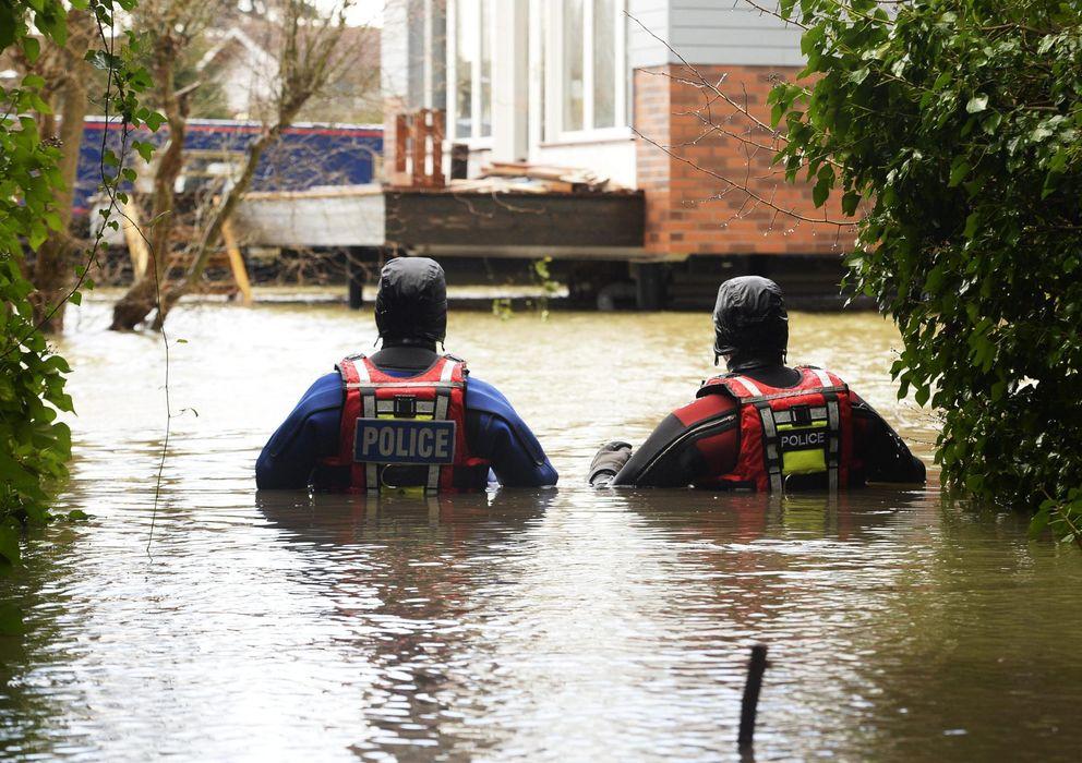 Foto: Más de mil viviendas permanecen inundadas por el temporal en Inglaterra. (efe)