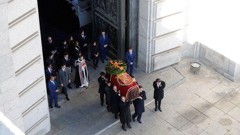 Franco sale del Valle de los Caídos 44 años después y yace ya en Mingorrubio