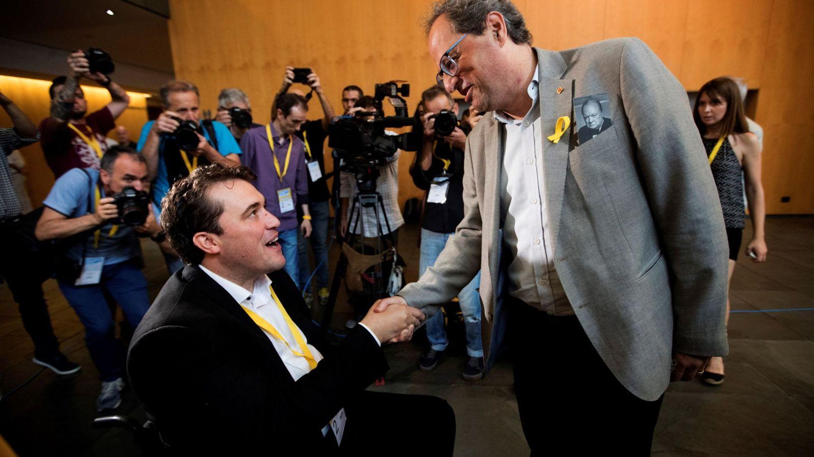 Foto: David Bonvehí (i), felicitado por el presidente de la Generalitat de Cataluña, Quim Torra (d), este 22 de julio en Barcelona. (EFE)
