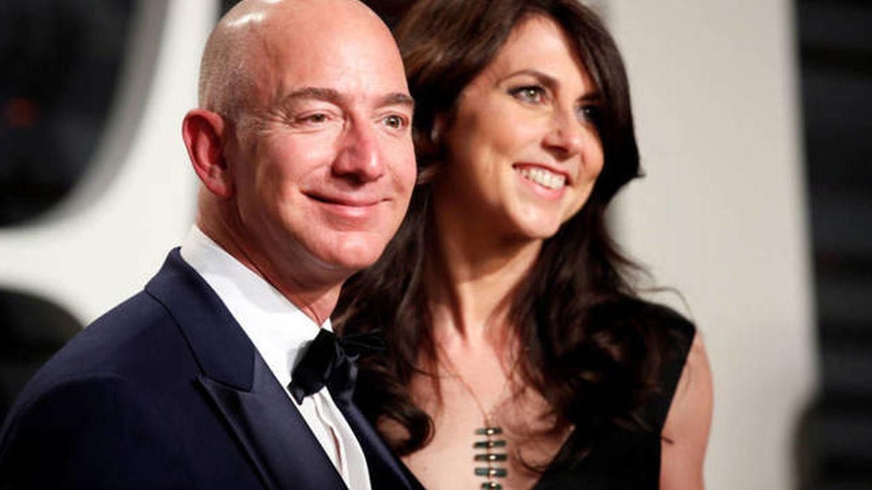 Jeff y MacKenzie Bezos. (Reuters)