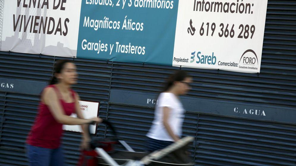 Foto: Anuncio de venta de viviendas propiedad de Sareb en Madrid (Reuters)