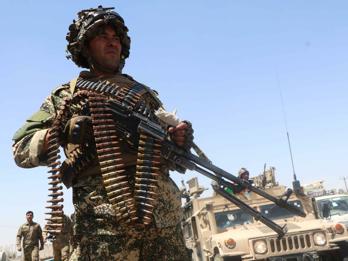 Foto: Un soldado afgano en Herat, frente de batalla con los talibanes (EFE)