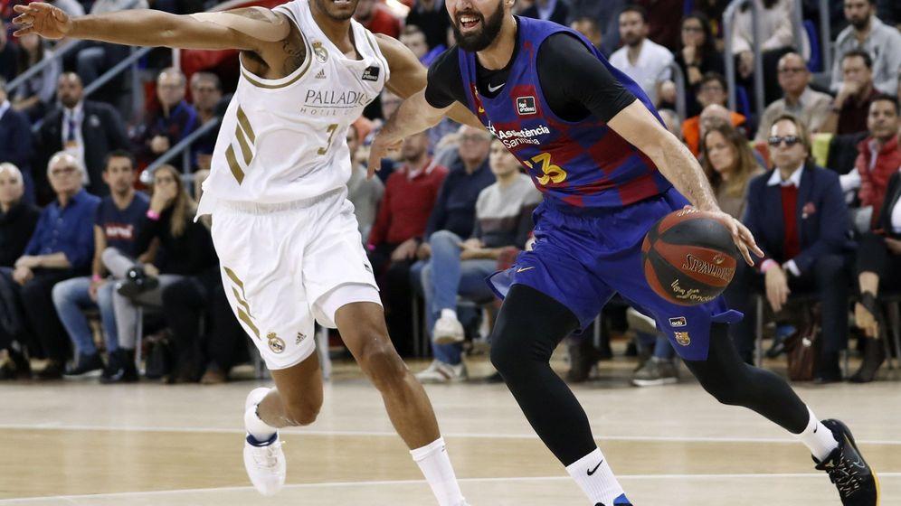 Foto: Nikola Mirotic (d) fue el máximo anotador del Barcelona en la victoria ante el Real Madrid. (EFE)