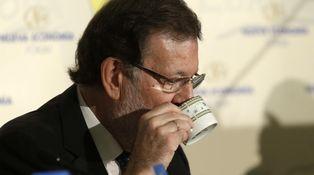 La otra guerra entre congresos: el agradecido 'catering' del PP vs. la escasez de Vistalegre