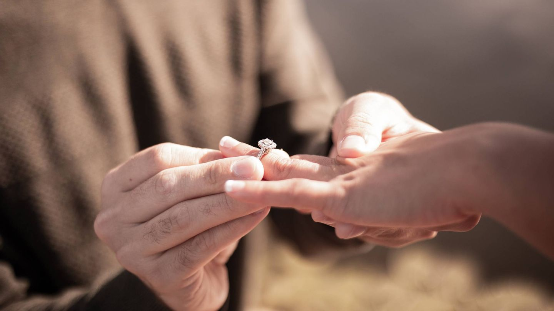 Propuesta de matrimonio. (Fotografía de Andre Jackson para Unsplash)