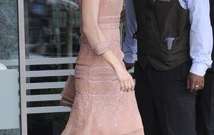 La princesa Letizia vuelve a confiar en Felipe Varela con un modelo años 20