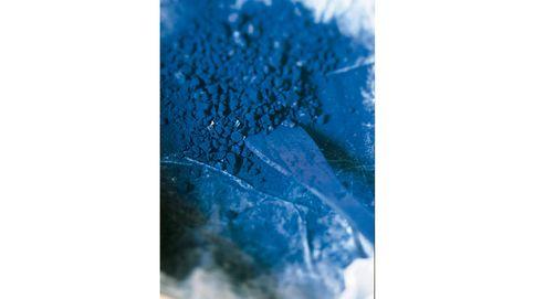 El misterioso origen del azul, el color más formal y ceremonial