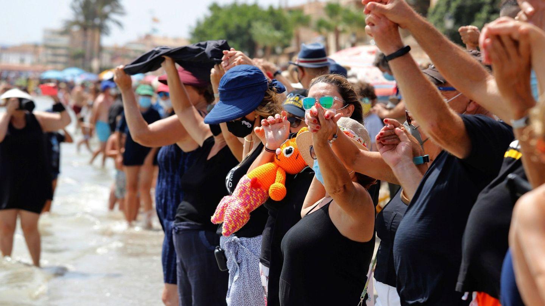 Cadena humana en defensa del Mar Menor (EFE)