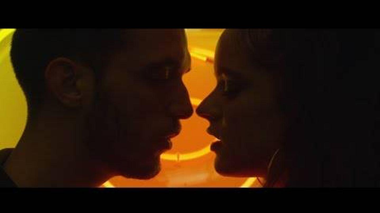 C. Tangana y Rosalía, en el videoclip 'Antes de morirme'. (YouTube)