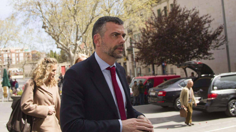 Una burguesía catalana huérfana de Jordi Pujol busca padre putativo