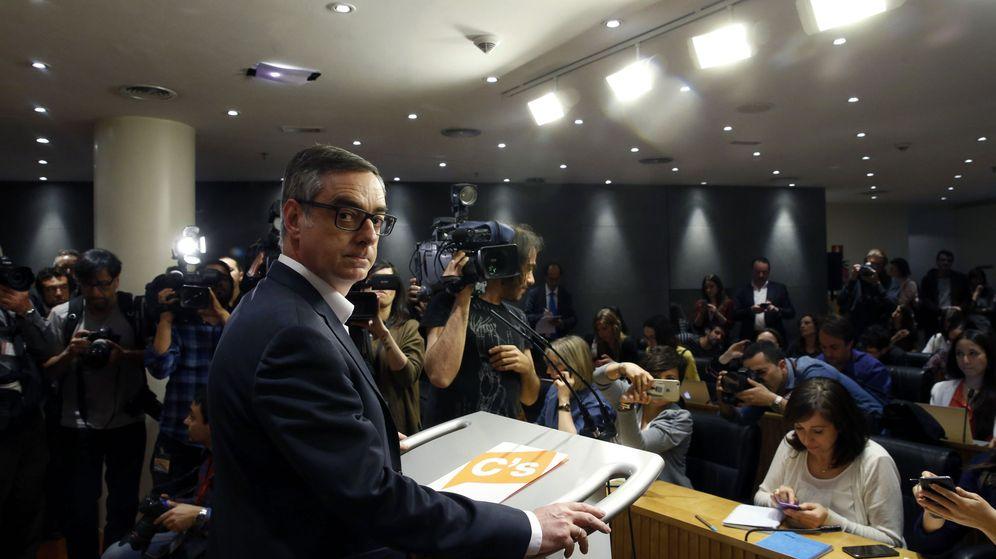 Foto: El vicesecretario general de Ciudadanos, José Manuel Villegas, durante la la rueda de prensa posterior a la reunión entre PSOE, Ciudadanos y Podemos. (EFE)
