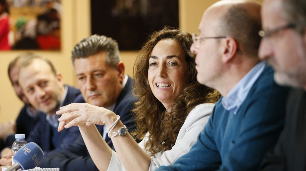Foto: El presidente de 'Contigo Somos Democracia', José Enrique Aguar, (centro) junto a la eurodiputada Carlona Punset (derecha). (EFE)