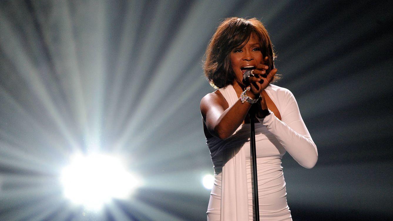 Whitney Houston según su familia: abusos, drogas prematuras y una sexualidad ambigua