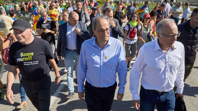 Quim Torra (c) participa en una de las 'marchas por la libertad', movilizaciones de protesta contra las condenas a los líderes del 'procés'. (EFE)